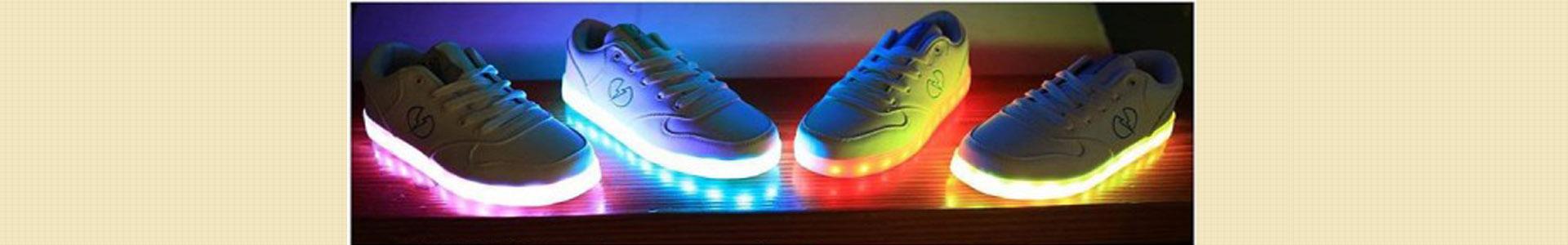 خرید کفش چراغ دار LED بچه گانه و بزرگسالان ویژه عید نوروز 100هزار